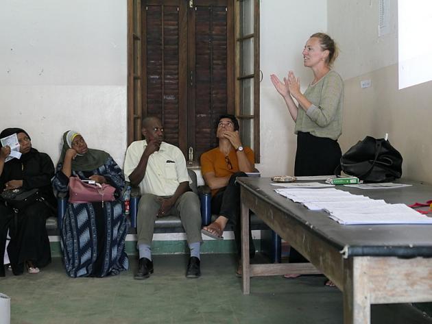 Nanna Maaløes ph.d.-projekt bestod af en lommebog med kliniske retningslinjer og en træningsintervention. Projektet har netop modtager 12 mio. kr. fra Danida og skal nu udbredes til flere hospitaler i Tanzania. Foto: Dan Meyrowitsch